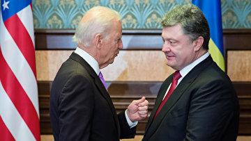 Вице-президент США Джо Байден и президент Украины Петр Порошенко во время встречи в Киеве