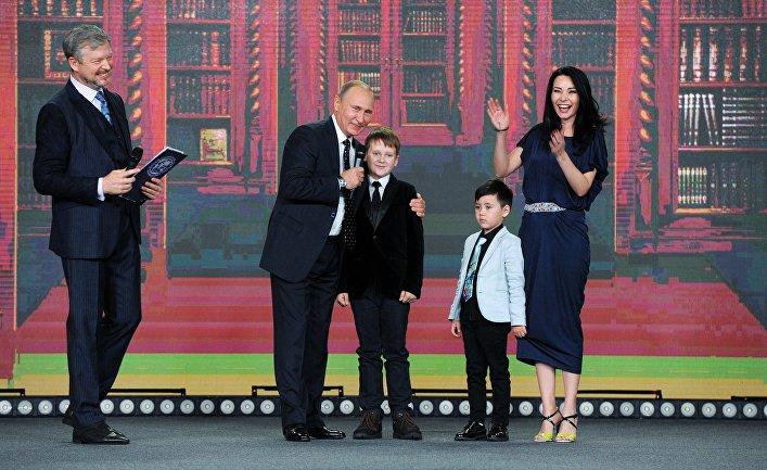 Президент РФ В. Путин принял участие в церемонии вручения премии РГО