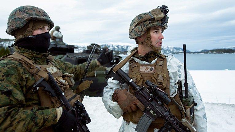Американские морские пехотинцы во время учений Cold Response 2016 на военной базе Вернес в Норвегии