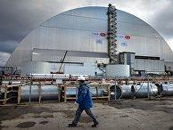 Новое сооружение - арка над объектом «Укрытие» (четвертый энергоблок) Чернобыльской атомной электростанции