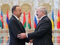 Президент Белоруссии Александр Лукашенко и президент Азербайджана Ильхам Алиев