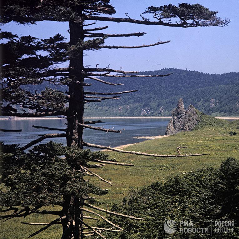 Остров Кунашир со стороны Охотского моря