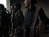 Солдаты Ливийской национальной армии под предводительством генерала Халифы Хафтара во время наступления к югу от Бенгази