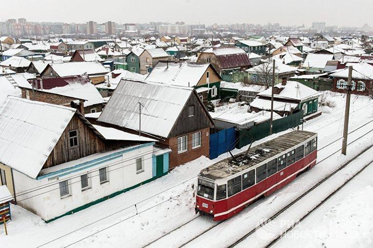Трамвай на улице Челюскинцев в Омске