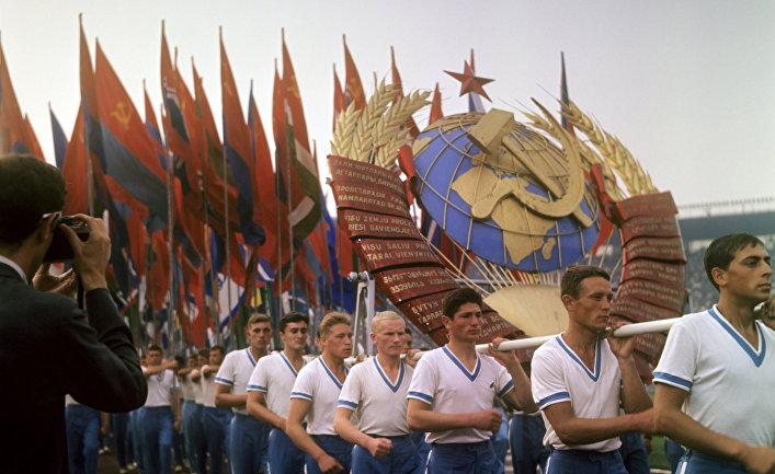 Парад участников IV летней Спартакиады народов СССР