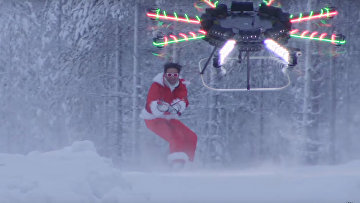 Санта-Клаус прилетел на дроне