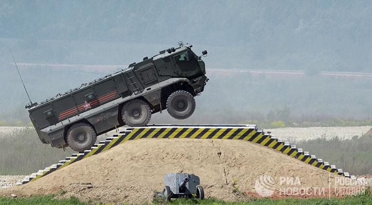 """Бронеавтомобиль """"Тайфун-К"""" во время показа техники в рамках подготовки к международному военно-техническому форуму """"Армия-2015"""""""