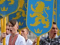 Участники марша в честь годовщины создания дивизии СС «Галичина» во Львове