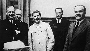 Иоахим фон Риббентроп, Иосиф Сталин и Вячеслав Молотов