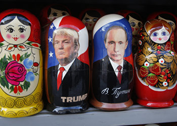 Матрешки в одном из сувенирных магазинов в Санкт-Петербурге