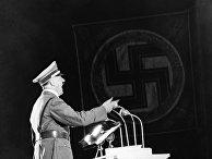 Адольф Гитлер выступает в Берлине, 1937 год