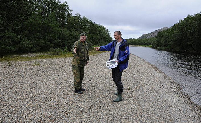 Пограничники на границе Норвегии и России в местечке Гренсе Якобсельв