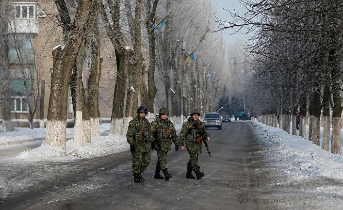 Украинские военные патрулируют улицы Авдеевки