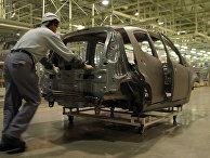 Работник на Чешской фабрике Toyata Peugeot Citroen Automobile