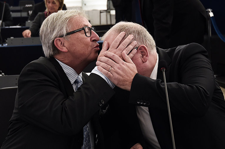 Председатель Еврокомиссии Жан-Клод Юнкер и первый вице-президент Европейской комиссии Франс Тиммерманс