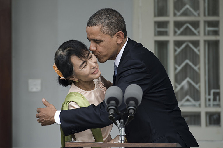 Президент США Барак Обама и министр иностранных дел Мьянмы Аун Сан Су Чжи, архивное фото