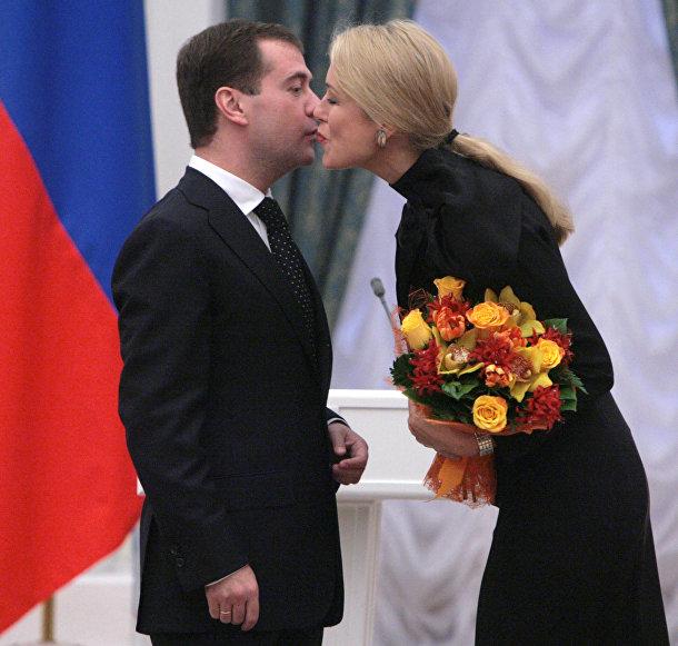 Президент России Дмитрий Медведев и актриса Мария Шукшина, архивное фото