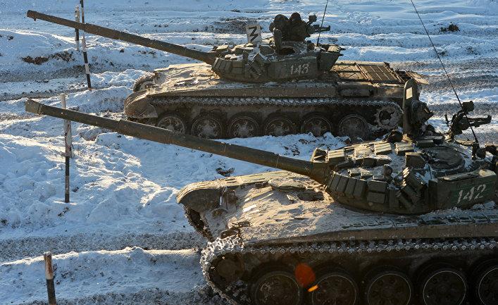 Курсанты Казанского военного командного училища на танках Т-72