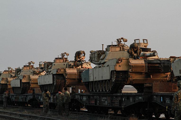 Разгрузка танков «Абрамс», Румыния