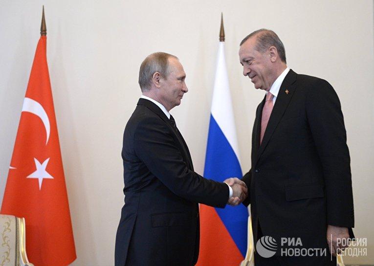 Президент России Владимир Путин во время встречи с президентом Турции Реджепом Тайипом Эрдоганом