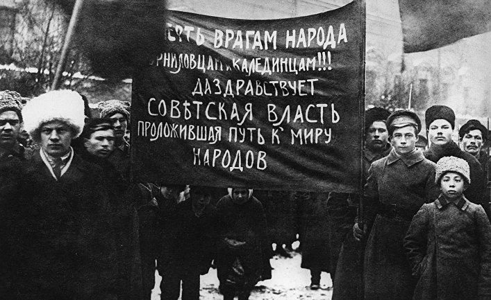 Демонстрация рабочих и солдат Петрограда. 25 октября (7 ноября) 1917 года