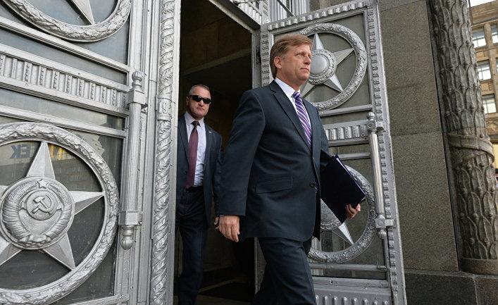 Посол США в России Майкл Макфол выходит из здания Министерства иностранных дел в Москве