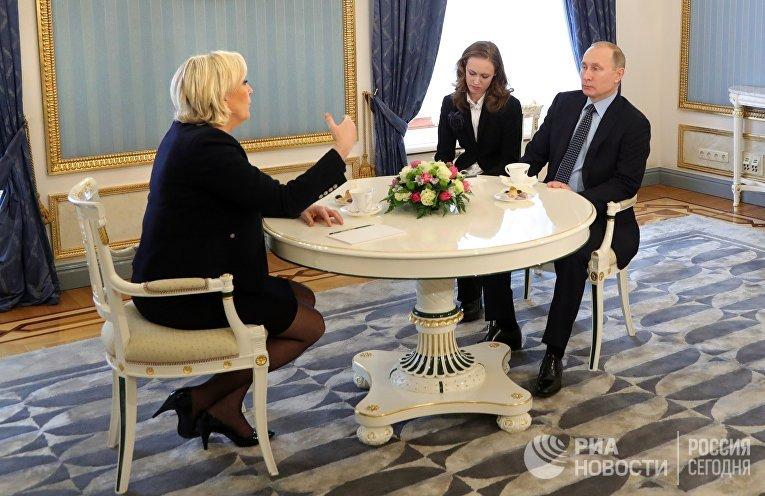 Президент РФ Владимир Путин и кандидат в президенты Франции Марин Ле Пен