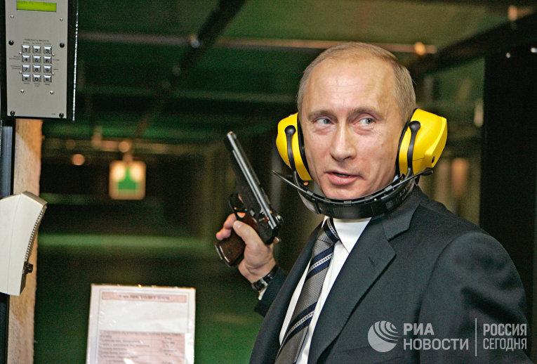 Президент России Владимир Путин во время посещения новой штаб-квартиры Главного разведывательного управления Генерального штаба Вооруженных Сил России