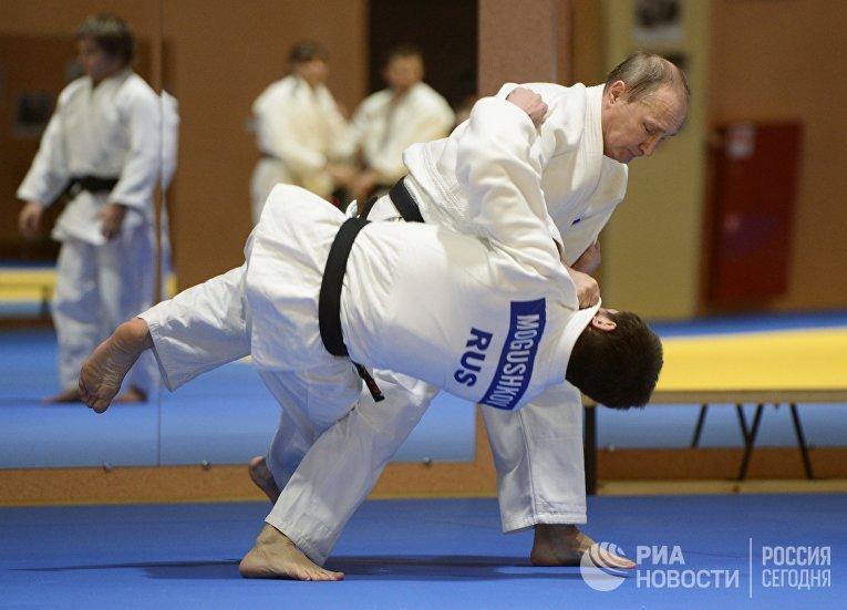 Президент России Владимир Путин в спарринге