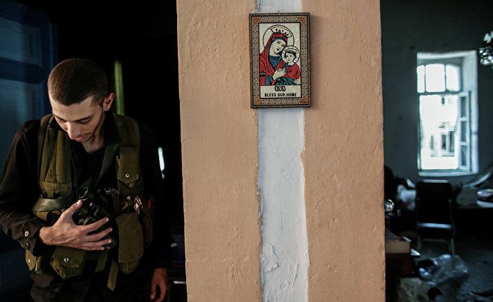 Христианская икона в одном из домов, освобожденных от боевиков, в центре города Маалула
