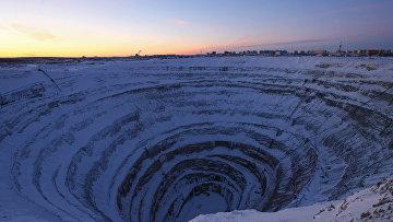 Месторождение алмазов в Якутии – кимберлитовая трубка «Мир»