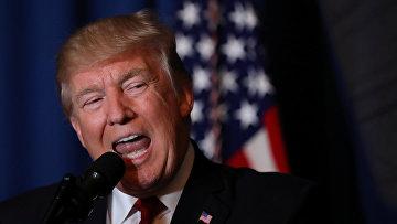 Президент США Дональд Трамп выступает с заявлением о ракетных ударах