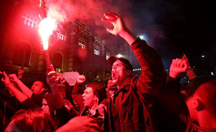 Акция протеста против победы премьер-министра Сербии Александара Вучича в Белграде