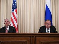 Министр иностранных дел РФ Сергей Лавров и Государственный секретарь США Рекс Тиллерсон во время совместной пресс-конференции по итогам переговоров в Москве