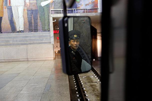Машинист в вагоне поезда