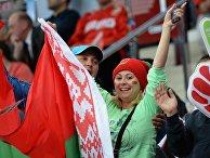 Болельщики сборной Белоруссии поддерживают свою команду в матче группового раунда чемпионата мира по хоккею 2014 между сборными командами Латвии и Белоруссии
