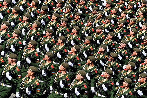 Российские военнослужащие во время репетиции Парада Победы