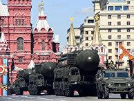 Российские комплексы межконтинентальных баллистических ракет «Ярс» РС-24 во время репетиции Парада Победы в Москве 7 мая 2017 года.