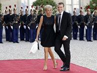 Новый президент Франции Эммануэль Макрон с супругой Брижит Макрон
