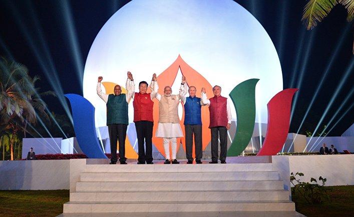 Совместное фотографирование лидеров БРИКС в индийской национальной одежде