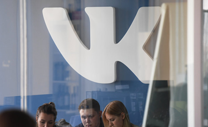 Логотип компании «В контакте» в офисе компании Mail.ru