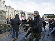 Столкновение украинских националистов с участниками протеста за декриминализацию конопли в Киеве