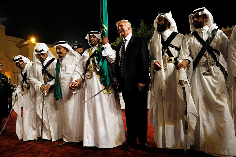 Дональд Трамп на церемонии приветствия во время визита в Саудовскую Аравию