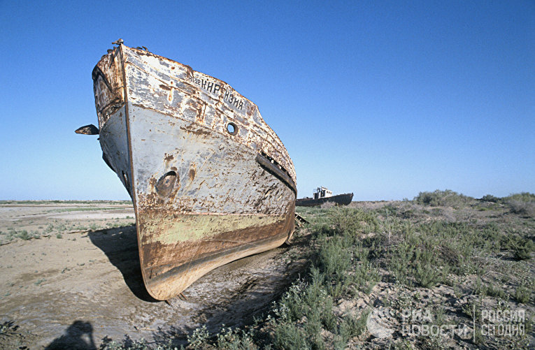 Остатки корабля на месте высохшего Аральского моря