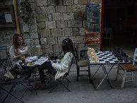Девушки в кафе в городе Лимасол. Кипр