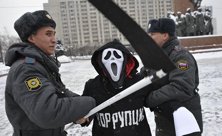 Акция «Забери тебя коррупция!» возле здания МВД РФ