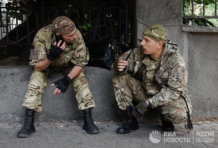 Митинг «Правого сектора» (запрещено в РФ) у здания администрации президента Украины