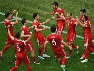 Игроки сборной России радуются забитому мячу во время матча Кубка конфедераций-2017 по футболу между сборными России и Новой Зеландии в Санкт-Петербурге. 17 июня 2017