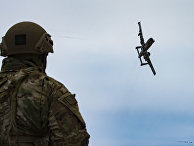 Солдат и штурмовик A-10 Thunderbolt II