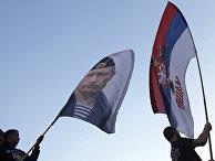 Участники акции в поддержку референдума у сербского князя Михаила Обреновича в Белграде